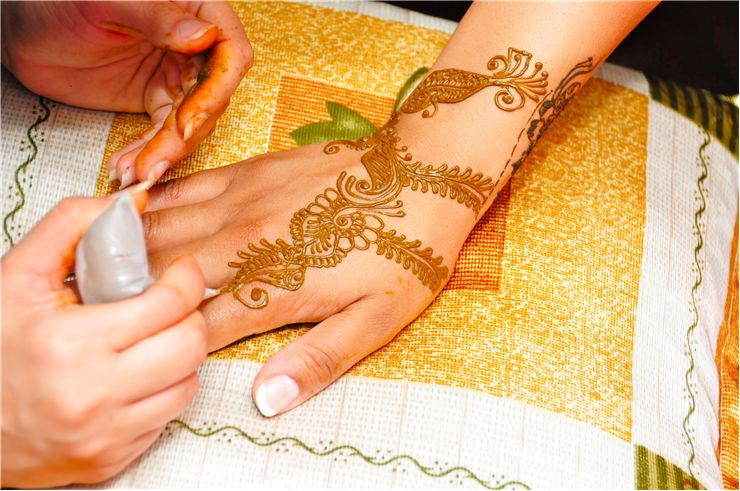 Picture Of Applying Mehndi In Hand